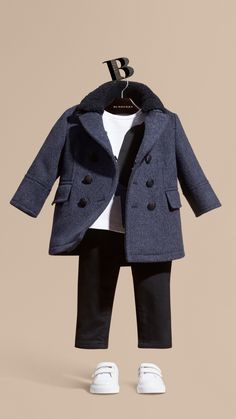 Pea coat in misto lana e cashmere Navy Baby Outfits, Boys Summer Outfits, Little Boy Outfits, Cute Outfits For Kids, Toddler Girl Outfits, Toddler Boys, Toddler Boy Fashion, Little Boy Fashion, Fashion Kids
