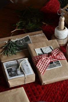 Rustic, heartfelt holiday gift wrap using brown paper, ribbon, tree clippings and old photos Noel Christmas, Winter Christmas, All Things Christmas, Italy Christmas, Natural Christmas, Christmas Pictures, Scandi Christmas, Christmas Hanukkah, Cheap Christmas