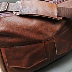 Besace Zip-Zip en cuir cousue par Eve - Patron Sacôtin
