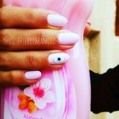 #pinknails #eyenails #nailart #naildesign #handpainted #shellac #summernails