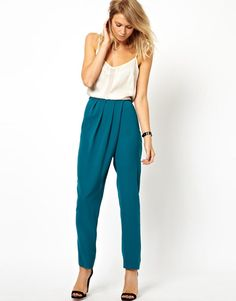 high waisted teal pants with soft pleats. Would love love love these paired with a crop top! Boho Fashion, Fashion Outfits, Fashion Design, Top Mode, Teal Pants, Stylish Work Outfits, Long Evening Gowns, Skirt Patterns Sewing, Pleated Pants
