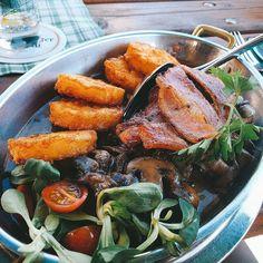 Eine #leckere Röner Bauerpfanne im #Ristorant zur alten Brauerei. #fleisch #pilze #Essen #foodporn #foodlove #essensliebhaber #carne #meat #lecker #leckeressen #lecker #leckerschmecker #geschmackvoll #mittagessen #fleischgerichte #bacon