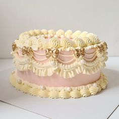 Pretty Birthday Cakes, Pretty Cakes, Beautiful Cakes, Amazing Cakes, Mint Green Cakes, London Cake, Bakery London, Vintage Sweets, Vintage Cakes