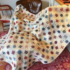 """511 Likes, 6 Comments - Allpeoplequilt (@allpeoplequilt) on Instagram: """"Red, white, and blue stars are gorgeous in a quilt! This beauty from @minickandsimpson is on our…"""""""
