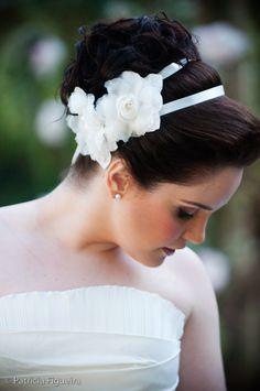Tiara Branca para Noivas   Peguei o Bouquet  www.pegueiobouquet.com