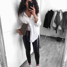 26 Fall Wardrobe Essentials You Need in 2020 - With fashion trends changing eve. 26 Fall Wardrobe Essentials You Need in 2020 - With fashion trends changing every year and season it can be hard trying to keep up! And the new fa - Winter Fashion Outfits, Fall Outfits, Autumn Fashion, Fashion Clothes, Summer Outfits, Fashion Dresses, Fashion Mode, Womens Fashion, Fashion Trends
