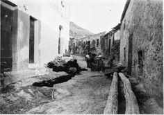Dones arreglant xarxes al carrer de Dalt de Port de la Selva ( Girona). 1942. Autor desconegut. 27560F MMB Painting, Author, Painting Art, Paintings, Painted Canvas, Drawings