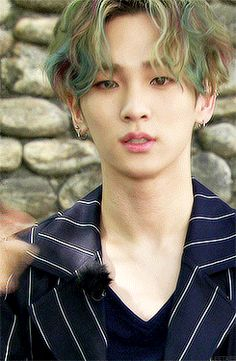 GIF of Kim Ki-bum (김기범) better known as Key ( 키) from the South Korean boy group SHINee (샤이니). Minho Jonghyun, Lee Taemin, Kim Minseok, Kim Kibum, Vixx, K Pop, Wattpad, Key Shinee, Shinee Members