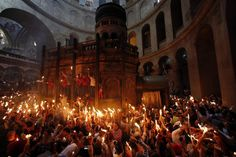Worshippers hold candles as they take part in the Holy Fire ceremony at the Church of the Holy Sepulchre in Jerusalem's Old City on Saturday. Jesus Has Risen, Orthodox Easter, Pray For Peace, The Kingdom Of God, 2017 Photos, Old City, Kirchen, Sacred Geometry, Holy Spirit