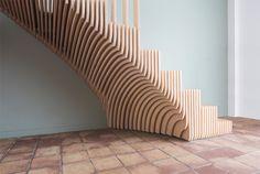 Holztreppe aus Scheiben - wie Jahresringen in einer Baumscheibe #inspired #staircase #showcase