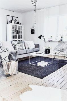 En gris violacé, ce salon scandinave adopte les teintes givrées.