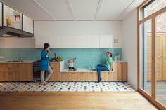 cuisine banquette - Nook Architects 20 plan de travail bas pour petit enfant / devient banquette ensuite