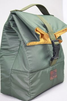 Lunch bags, lunch bag tote, lunch bag waxed canvas, bolsa de almuerzo, waxed canvas tote, lona encerada, lunch bag leather, tote waxed canvas, bolsa de merienda, bolso para la merienda,sac á lunch, lunch bag impermeable, lunch bag military. Black Handbags, Leather Handbags, Nylon Tote Bags, Shoulder Sling, Insulated Lunch Bags, Baby Diaper Bags, Rucksack Backpack, Everyday Bag, My Bags