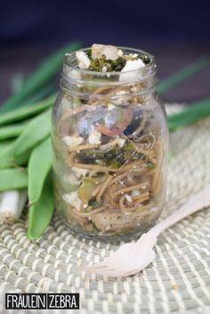 Spaghetti Salat mit Gemüse, Hühnchen und Feta | Spaghetti Salad with veggies, chicken and feta