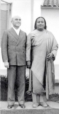 Yogananda with James Lynn (Rajarsi Janakananda) one of his most advanced disciples. Spiritual Teachers, Spiritual Life, Yogananda Quotes, Mahavatar Babaji, Autobiography Of A Yogi, Divine Mother, Self Realization, Pranayama, Namaste