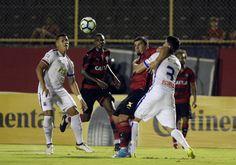 """Em meio a inferno astral, Vitória joga por """"objetivo do ano"""" contra o Paraná #globoesporte"""