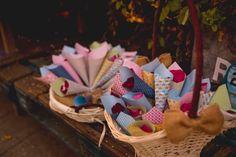 Conos de colores para el arroz de tu boda  #wedding #bodas #boda #bodasnet #decoración #decorationideas #decoration #weddings #inspiracion #inspiration #photooftheday #love #beautiful #rice #confetticones #ricecones Love, Beautiful, Wedding Stuff, Invitations, Paper Envelopes, Colors, Amor, El Amor, I Like You