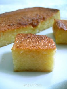 Oops why the centre of the cake sunk slightly? It balloon quite high during the baking time. I turned on the grill function and let it to g. Tapioca Flour Recipes, Tapioca Cake, Tapioca Pudding, Filipino Desserts, Asian Desserts, Asian Snacks, Filipino Food, Cassava Cake, Cassava Recipe