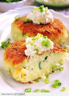 Sio-sorrows: Cutlets with horseradish potatoes Veggie Recipes, Vegetarian Recipes, Cooking Recipes, Easter Dishes, Food Photo, Food Inspiration, Food To Make, Good Food, Food And Drink
