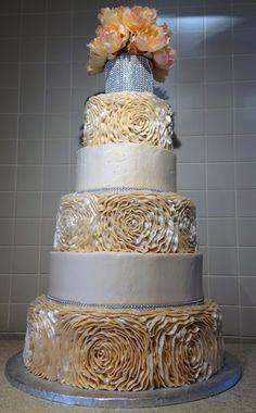 Rose Design Wedding Cake Danish Bakery, Buttercream Icing, Beautiful Wedding Cakes, Rose Design, Yummy Cakes, Desserts, Wedding Ideas, Food, Tailgate Desserts