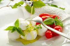 Mozzarella és paradicsom - PROAKTIVdirekt Életmód magazin és hírek - proaktivdirekt.com Mozzarella, Panna Cotta, Paleo, Pudding, Ethnic Recipes, Desserts, Food, Garden, Tailgate Desserts