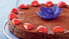 Lækker chokolademoussekage der kun tager 25 minutter at lave. Pynt gerne kagen med friske jordbær, eller servér den med en lækker frugtsalat til