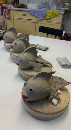 Creepy but cool to see other people's ideas Ceramic Pinch Pots, Ceramic Clay, Ceramic Pottery, Pottery Art, Ceramics Projects, Clay Projects, Clay Crafts, Pottery Animals, Ceramic Animals
