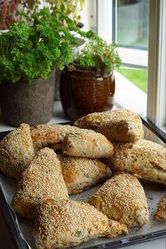Sunde sandwichbrød | Forstadsmor Rye Bread Recipes, Baking Recipes, Dessert Recipes, Picnic Snacks, Great Recipes, Favorite Recipes, Danish Food, Stewart, Food Crush