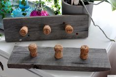 naulakko,harmaa,korkki,tee itse,Tee itse - DIY Cork Crafts, Diy And Crafts, Wood And Metal, Diy Furniture, Repurposed, Upcycle, Easy Diy, Recycling, Projects To Try