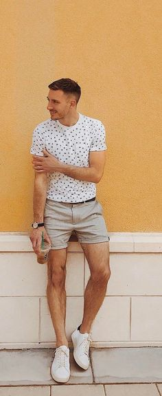 25 cool shorts outfit ideas for men this season mens fashion Summer Shorts Outfits, Short Outfits, Casual Shorts, Street Style Summer, Casual Street Style, Mens Fashion Blog, Men's Fashion, Fashion Spree, Fasion