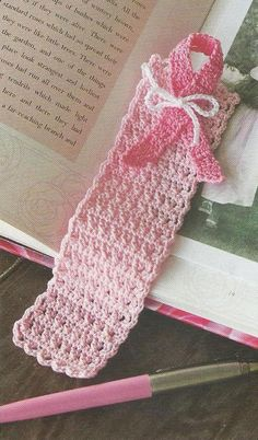 crochet-pink-book-mark