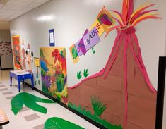Dinosaurs Display for Pre-K with three hands-on activities. Made by Blanca Leon. Dinosaur Classroom, Dinosaur Theme Preschool, Dinosaur Activities, Dinosaur Projects, Dinosaur Crafts, Dinosaur Art, Dinosaur Display, Summer Camp Themes, Dramatic Play