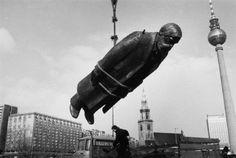 Sibylle Bergemann. Das Denkmal. Berlin Februar 1986  [::SemAp...