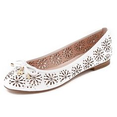 Kate Spade New York Walsy Flats (850 BRL) ❤ liked on Polyvore featuring shoes, flats, white, flat shoes, white flats, bow flats, leather flats and white ballet shoes