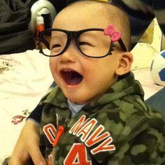 1.3years old 哥哥第一次戴眼鏡,古錐!