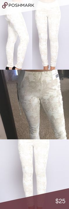 Ivory leggings Ivory leggings with floral print in cream look way better in person. Small with stretch Pants Leggings