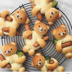 How cute would these be for dinner!? 🐻 #bearbread . . ���