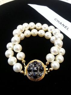 Hey, I found this really awesome Etsy listing at https://www.etsy.com/listing/190771674/authentic-chanel-gripoix-button-pearl
