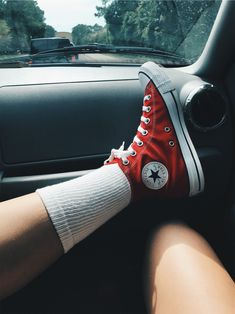 converse red The clothing culture is very old. Probably the oldest and uninterrupted cultural behavior of man. Mode Converse, Estilo Converse, Outfits With Converse, Converse Shoes, Converse Style, Red High Top Converse, Converse All Star, High Top Sneakers, Aesthetic Shoes