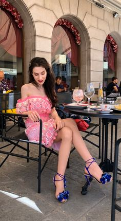 Meeting your girlfriends for coffee this week? Here's a #daydateoutfit you can wear. Put on a #cute #pinkdress an #offtheshoulder #selfportraitdress and #fun #aquazzurasandals Visit Brunette from Wall Street to find out more about this #trendy #summer2020 #dateoutfitwithadress now!