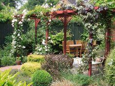 Terrasse et jardin entourés de végétation – 22 idées merveilleuses