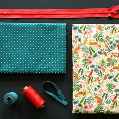 Tuto trousse école carrée ou rectangulaire avec doublure | LOUISE Sewing Crafts, Sewing Projects, Diy Projects, Patchwork Jeans, Couture Sewing, School Bags, Cosmetic Bag, Diy And Crafts, Sewing Patterns
