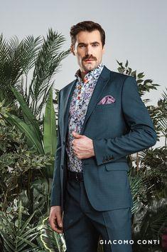 Niebieska koszula męska SIMONE od Giacomo Conti z oryginalnym nadrukiem w kolorowe kwiaty.  Wykonana w 100% z najwyższej jakości bawełny, dzięki czemu  zapewnia wysoki komfort użytkowania. Koszula z kołnierzykiem typu kent oraz długi rękaw zakończony mankietem na guziki. Krój slim idealnie dopasuje się do sylwetki podkreślając jej atuty. Zaprojektowana została  z myślą o wszystkich mężczyznach ceniących sobie  oryginalność, Koszula SIMONE sprawdzi się w codziennych casualowych stylizacjach. Suit Jacket, Breast, Suits, Jackets, Fashion, Down Jackets, Moda, Fashion Styles, Suit