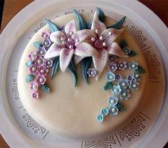 Ahonlaita - leivontablogi: Syntymäpäiväkakku Äidille