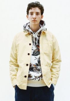 Supreme Spring/Summer I'm feelin' the direction in which you're headed. And toss me over a Floral Pullover. Fancy Suit, Vintage Hipster, Street Style Edgy, Weekend Style, Fashion Gallery, Urban Outfits, Colorful Fashion, Dress Codes, Summer Collection