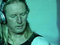 DJ HELL 12月にドイツのクラブで演じた3時間のライヴセット音源を公開