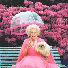 Grand Dame of everything Pink Barbara Cartland. Pink Love, Pretty In Pink, Kitsch, Panthères Roses, Look Rose, Fu Dog, Rosa Pink, Parasols, I Believe In Pink