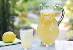Simple and easy method for perfect lemonade every time! With simple syrup and fresh lemon juice. ~ G used 4 lemons, sugar with 1 cup water for simple syrup. Then added cups cold water. Lemonade With Lemon Juice, How To Make Lemonade, Fresh Lemon Juice, Meyer Lemon Lemonade Recipe, Lemonade Drink, Healthy Lemonade, Homemade Electrolyte Drink, Smoothies, Make Simple Syrup