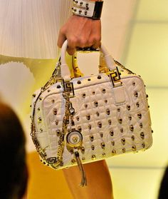 versace-shoes-bags-spring-summer-2012_09