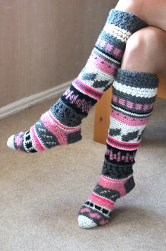 Hand knitted / crocheted long, colorful wool Women / Ladies socks.  These beautiful over the knee socks will warm you in winter and not only.   Striped knee length / high socks in white, gray, pink and bright pink colors crocheted from warm wool and acrylic yarn.   I can make in any size - Newborn, Baby, Toddler, Girl, Teenager, Adult. Please check size chart at the photo.  Size: 0 - 3 month / 11-13 3 - 6 month / 12-14 6 - 12 month / 15-18 12 - 18 month / 19-22 2 - 4 year / 23-27 3 - 7 year…